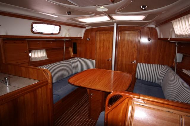 Monohull Bavaria 37 Cruiser