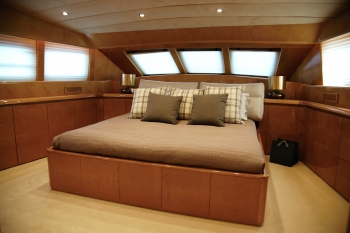 Motor Boat Bugari 100