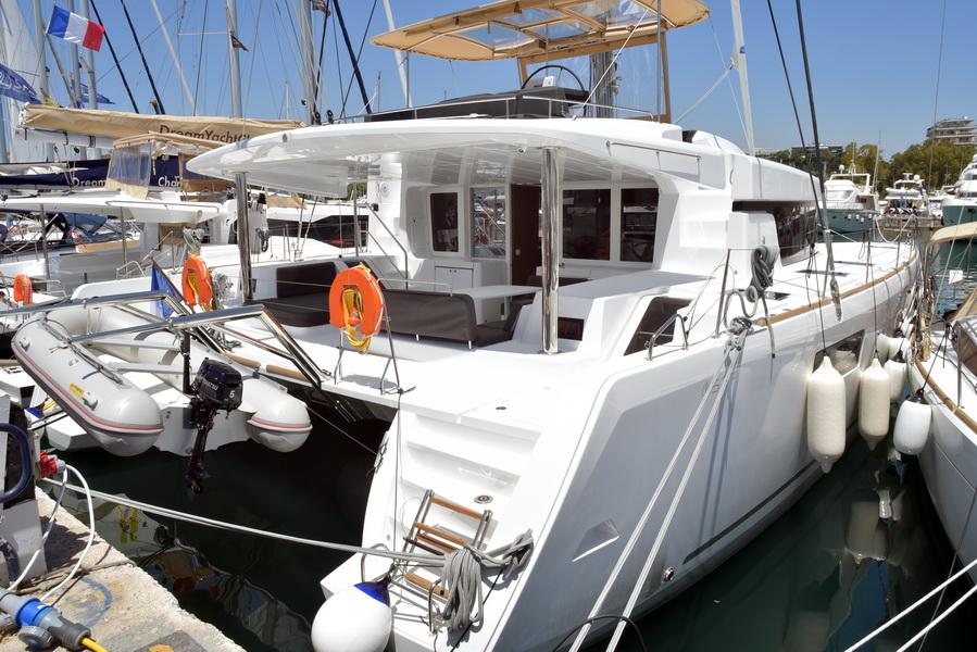 Catamaran Lagoon 52 F With Watermaker & A/C - PLUS