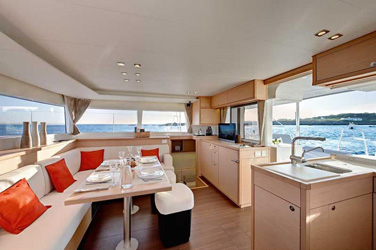 Catamaran Lagoon 450 F With Watermaker & A/C - PLUS