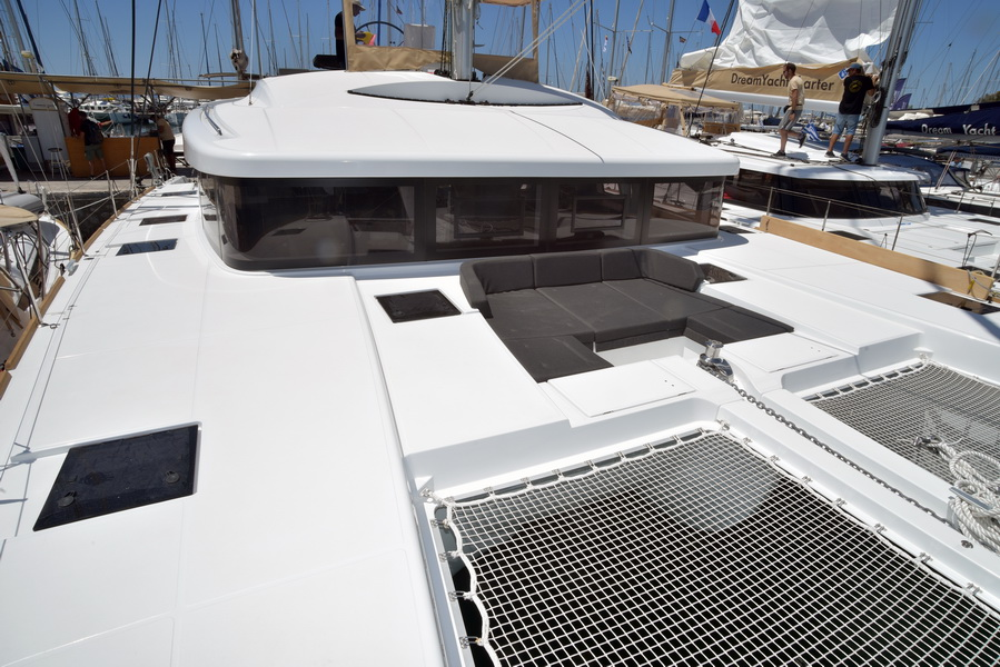 Catamaran Lagoon 52 F With Watermaker & A/C - PLUS