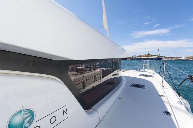 Catamaran Lagoon 42 AC & GEN