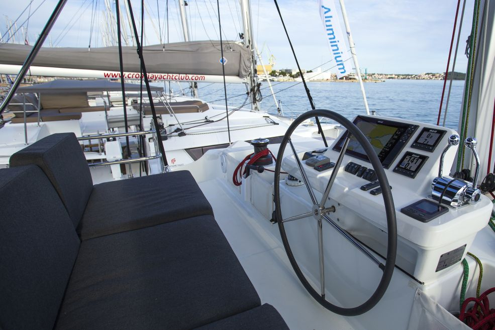 Catamaran Lagoon 50 With A/C